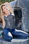 wb0041_blonde_girl_tight_freddy_jeans_wetlook_03-small.jpg